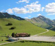 La strada che sale al Rifugio del Fargno (sibilliniweb.it)